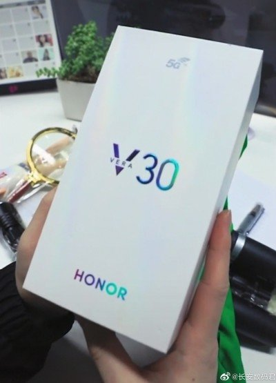 Honor V30 retail box